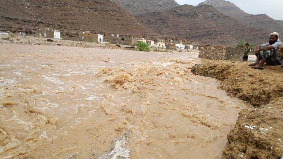 نزوح عشرات الأسر في محافظة المهرة والمنخفض الجوي يتجه صوب حضرموت