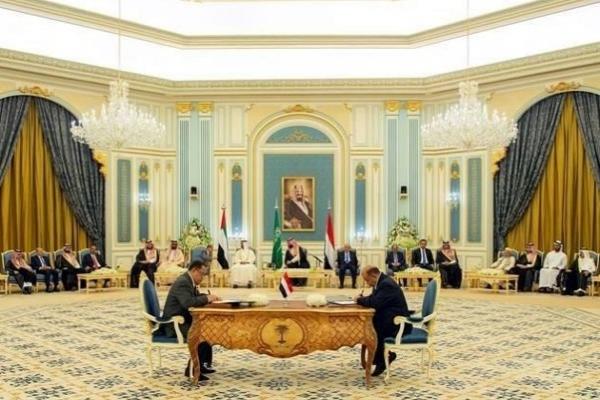 الانتقالي: المفاوضات مع الشرعية تشمل تقاسم الحكومة والدبلوماسيين والمحافظين