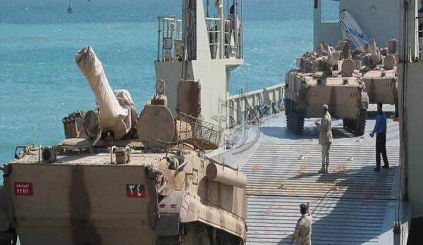 وصول سفينة سعودية محملة بمدرعات وعربات عسكرية إلى سقطرى