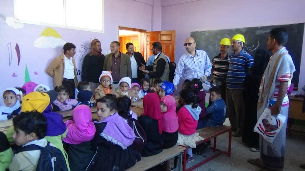 تعز : مدير مديرية مشرعة وحدنان والصندوق الاجتماعي يزورن  مشاريع التمكين المجتمعي