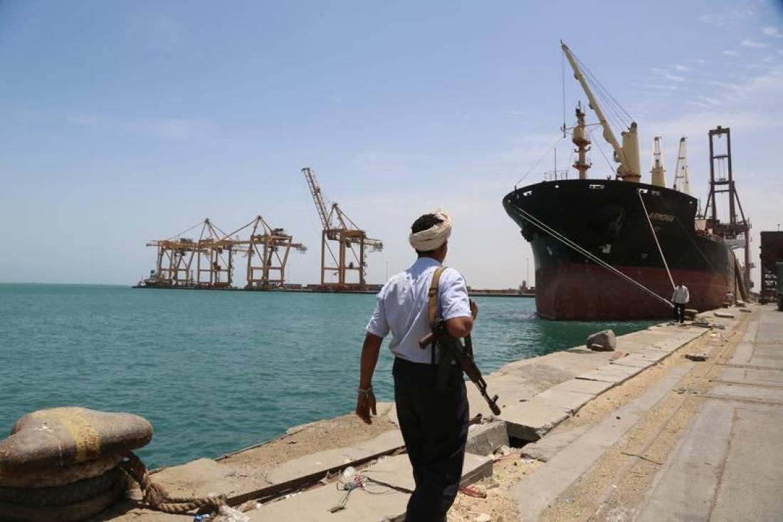 للتخفيف من الوضع الانساني.. وزير الخارجية يعلن السماح بدخول سفن وقود إلى ميناء الحديدة