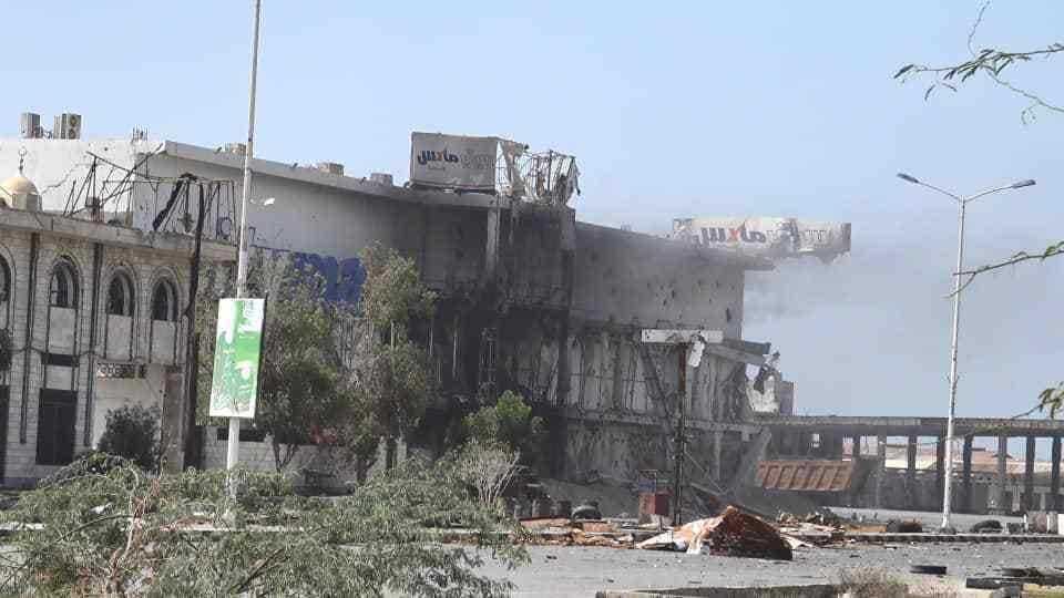 إصابة ضابط ارتباط برصاص قناص حوثي شرق مدينة الحديدة