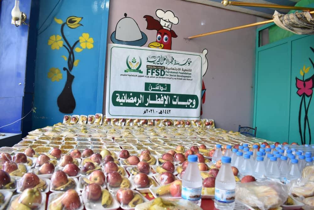 فجر الامل تدشن مشروع توزيع وجبات الإفطار الرمضانية في مدينة تعز
