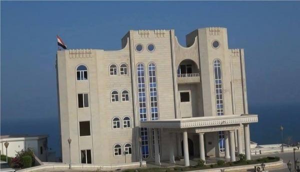 الانتقالي الجنوبي ينفي الانسحاب من المواقع الحكومية في عدن