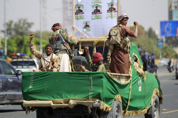"""معهد بريطاني: قبول المجتمع الدولي لوجود طويل الأمد للحوثيين يعني التخلي عن اليمنيين لجماعة """"قمعية ورجعية"""""""