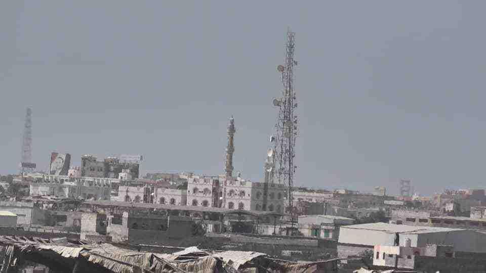 """مقتل وإصابة أكثر من 20 مسلحاً في مواجهات بين """"القوات المشتركة"""" ومليشيا الحوثي في الحديدة"""