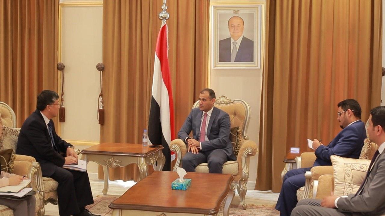الحكومة تتهم ميليشيا الحوثي باحتجاز سفينة كورية وزورقين مرافقين لها قبالة سواحل البحر الأحمر