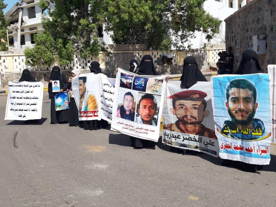 مليشيا الانتقالي تهدد أمهات المخفيين قسريا في عدن أثناء الوقفة الاحتجاجية