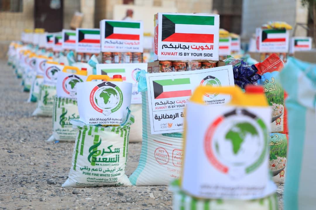 بتمويل من الجمعية الكويتية للإغاثة توزيع 5 ألف سلة غذائية رمضانية على الأسر اليمنية