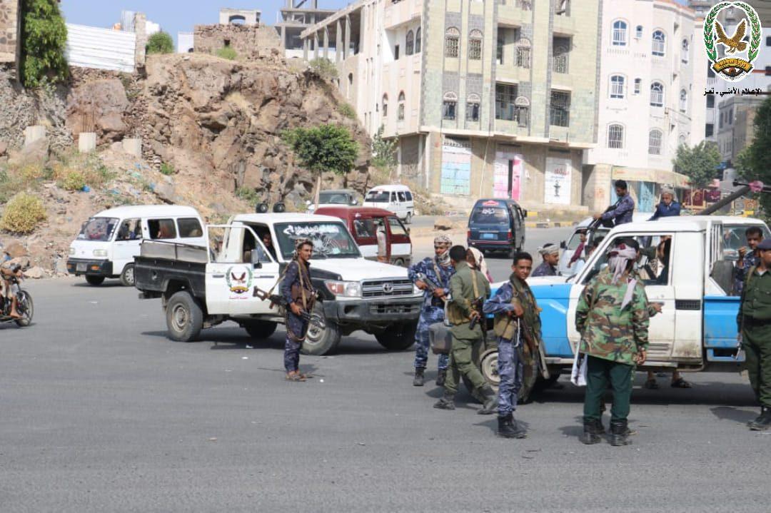 شرطة تعز تضبط أربعة متهمين بحادثتي قتل في باب موسى
