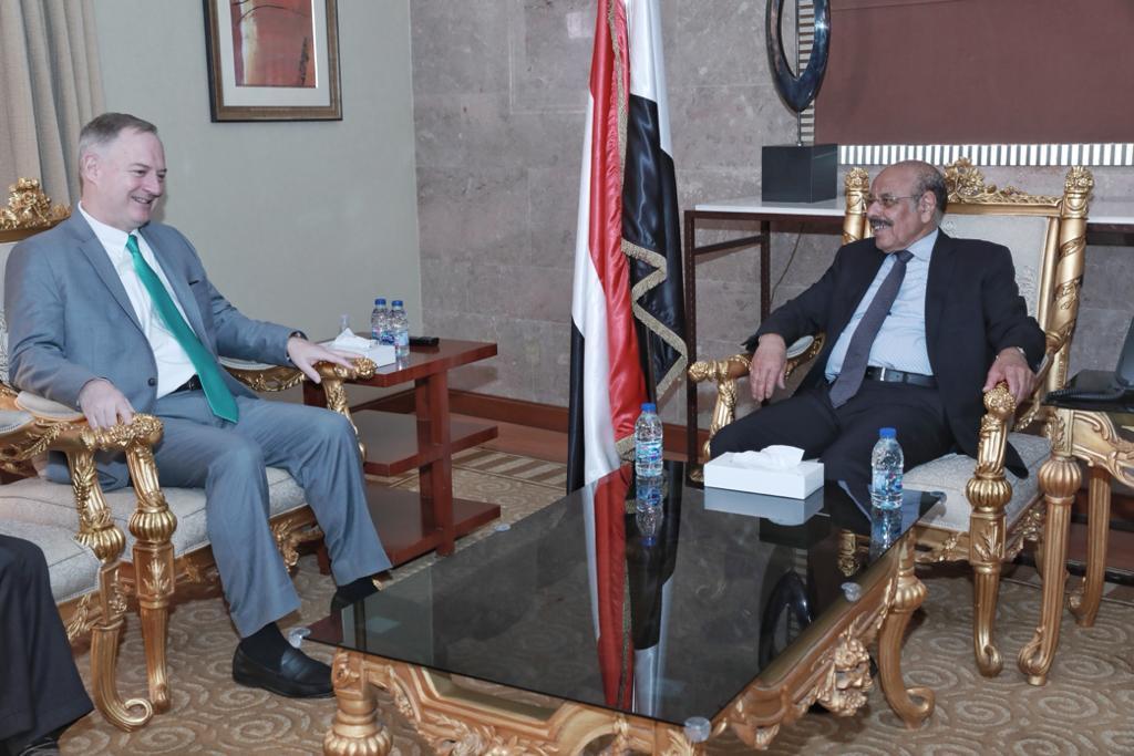 نائب الرئيس يناقش مع السفير الأمريكي الجهود المشتركة لمواجهة المشروع الإيراني