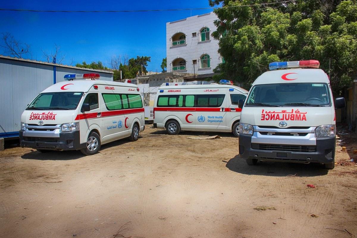 """مسلحون تابعون لـ""""الانتقالي"""" يقتحمون ميناء عدن وينهبون 9 سيارات إسعاف قدمتها منظمة الصحة العالمية لمواجهة كورونا"""