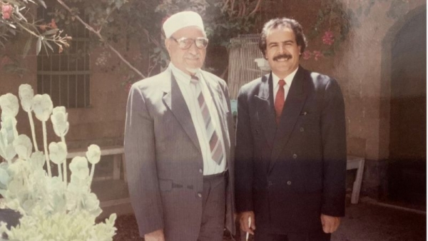 """""""عبد الله السلال"""": الرئيس اليمني الذي أعاد طائرته الرئاسية وأوسمته بعد عزله وهو في الخارج"""